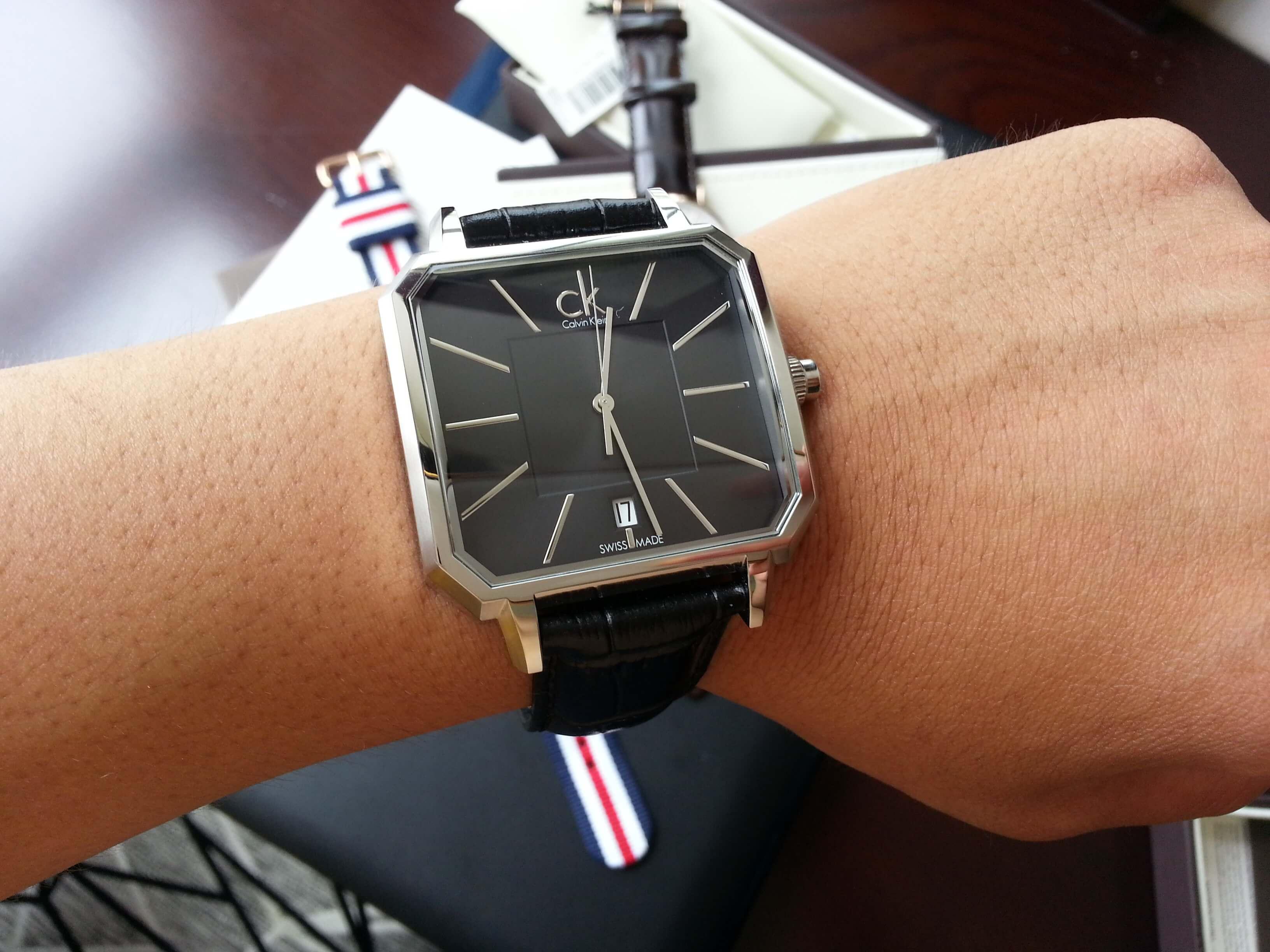Giá không quá đắt, có nên mua đồng hồ CK không?