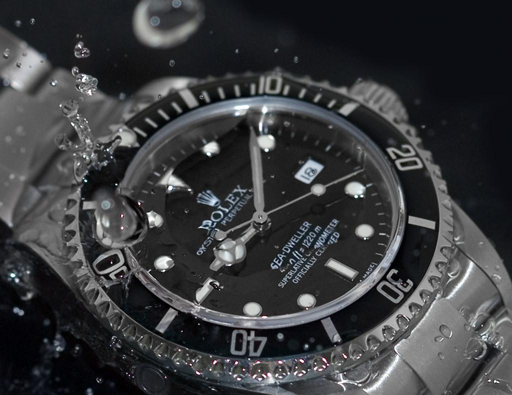 Độ chống chịu nước của đồng hồ in trên mặt số