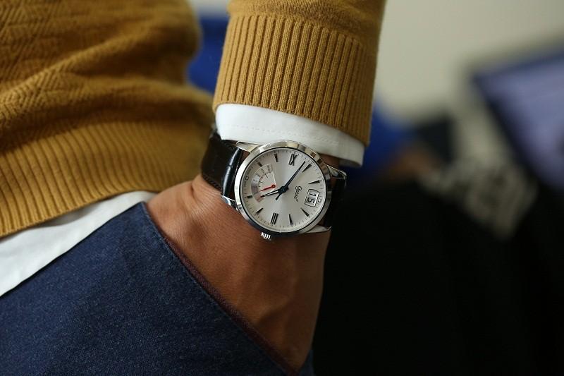 Chăm sóc đồng hồ Ogival dây da đúng cách