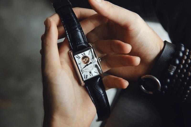 đồng hồ thuỵ sĩ mặt vuông