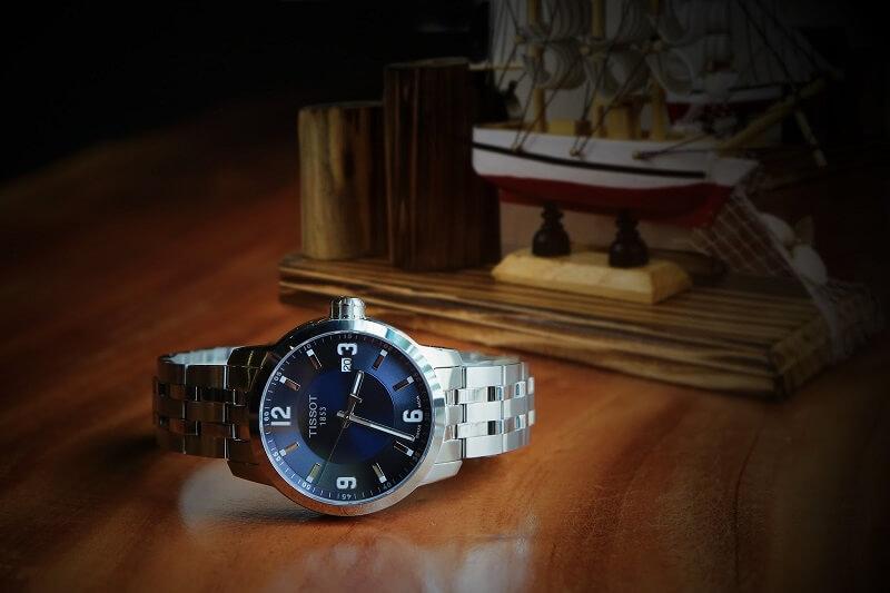 cách chọn đồng hồ Tissot PRC 200