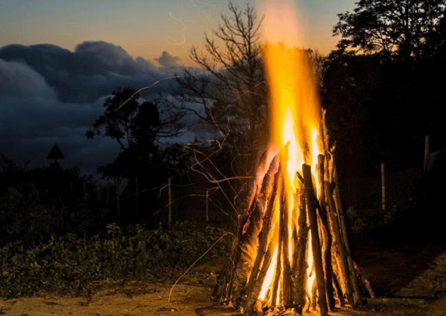 bếp lửa rực hồng ở núi Chiêu Lầu Thi