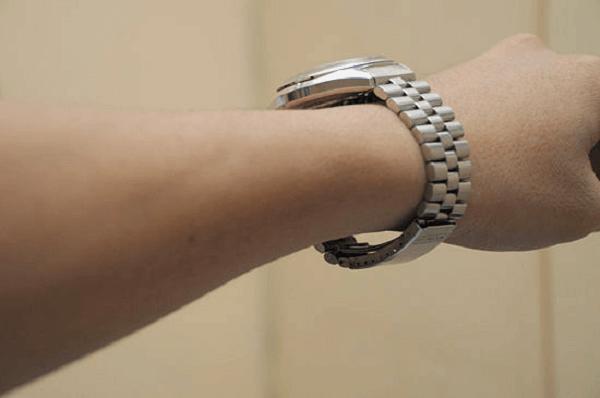 đồng hồ đeo tay bị rộng
