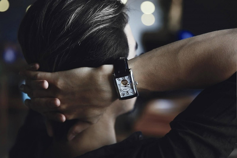 cách đeo đồng hồ đúng cách