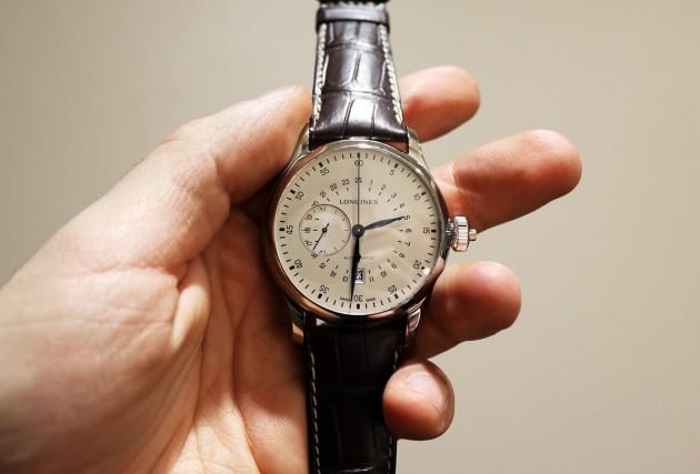 cách lên dây cót đồng hồ cơ đúng tiêu chuẩn