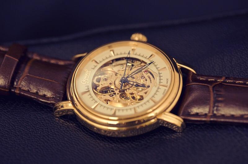 đánh giá đường nét trên chiếc đồng hồ ogival