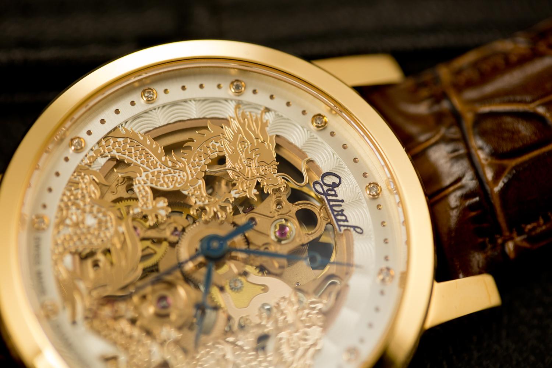 Đồng hồ ogival 18K gold cỗ máy chính xác