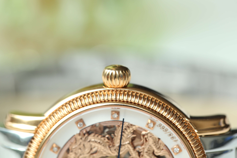 Đồng hồ ogival 18K gold: mặt kính cong