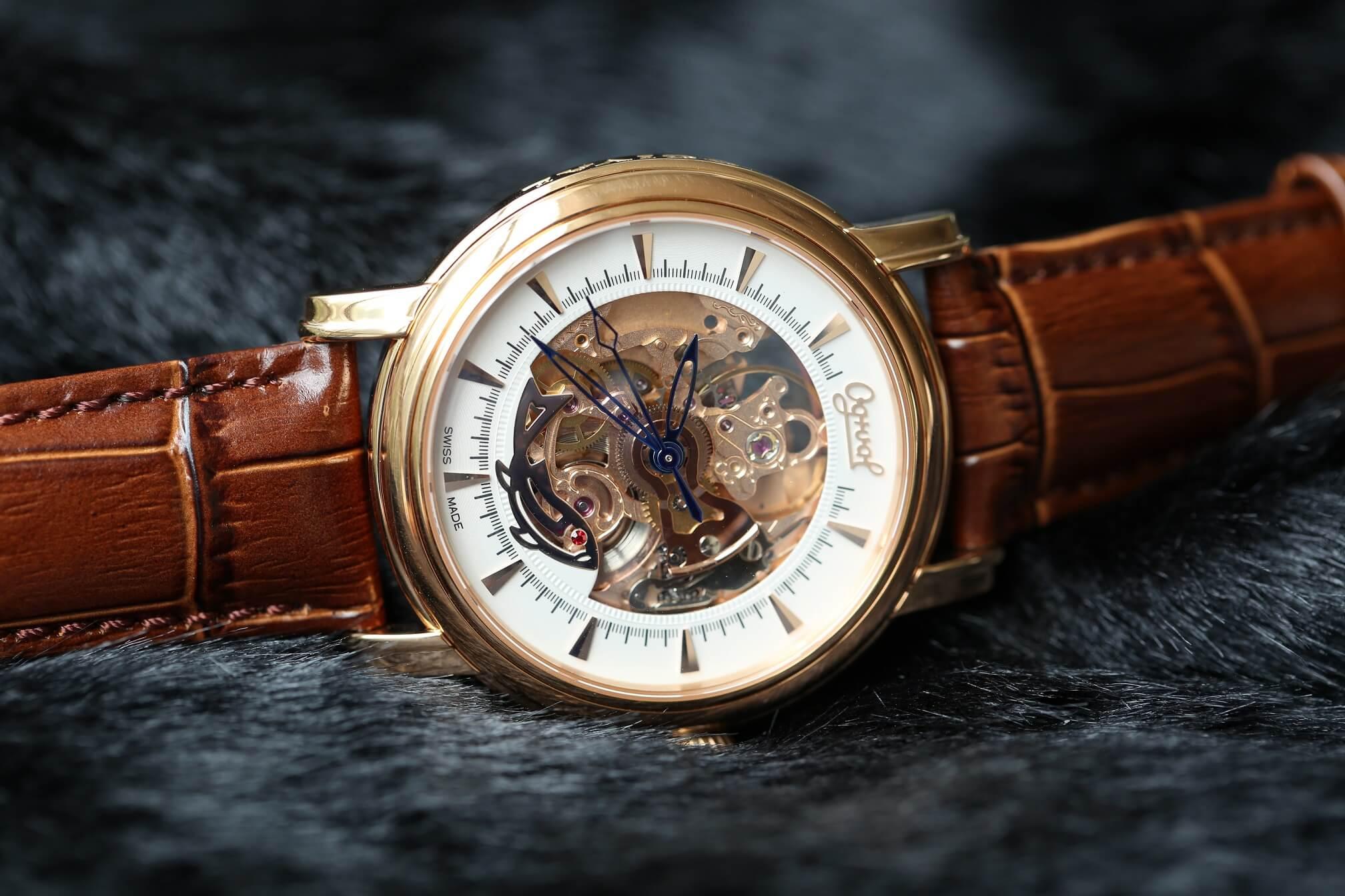 Đồng hồ ogival 18K gold tỏa sáng