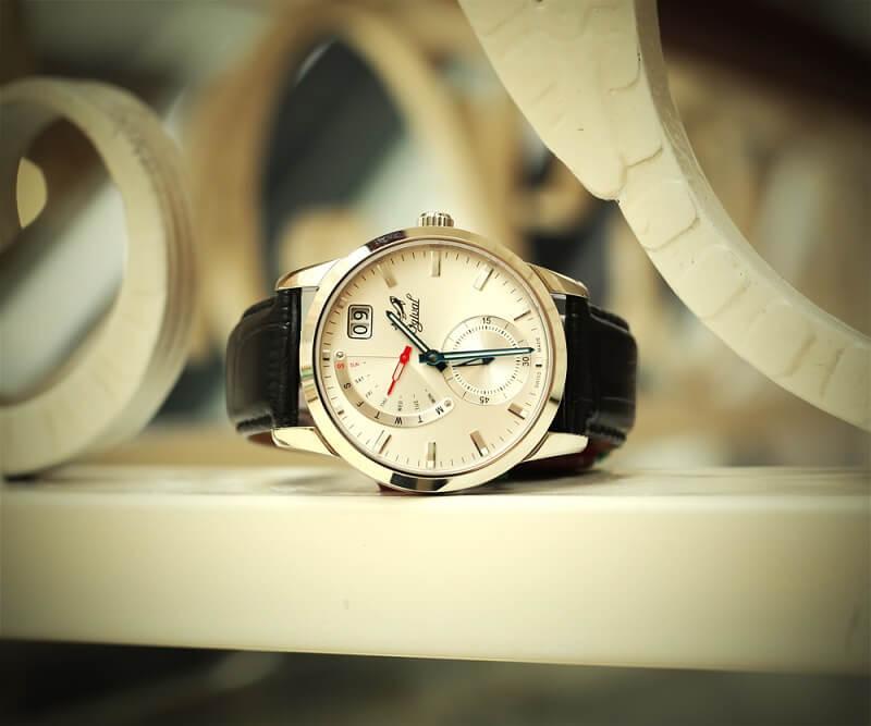 Chiếc đồng hồ Ogival có giá chỉ hơn 5 triệu