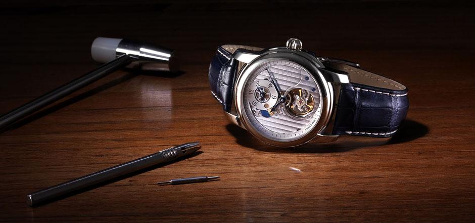 Giải mã ẩn số về giá đồng hồ Frederique Constant
