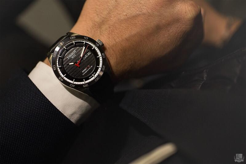 Một chiếc đồng hồ thể thao vẫn có thể đem lại sự lịch thiệp nếu biết kết hợp