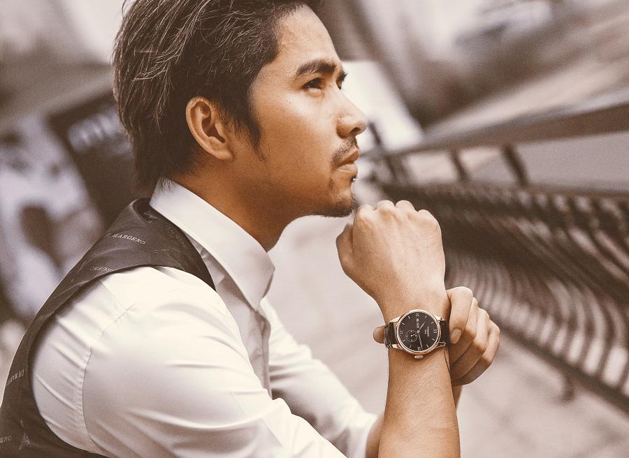 Lựa chọn đồng hồ Thụy Sỹ lý tưởng với dây da nâu và vỏ vàng hồng