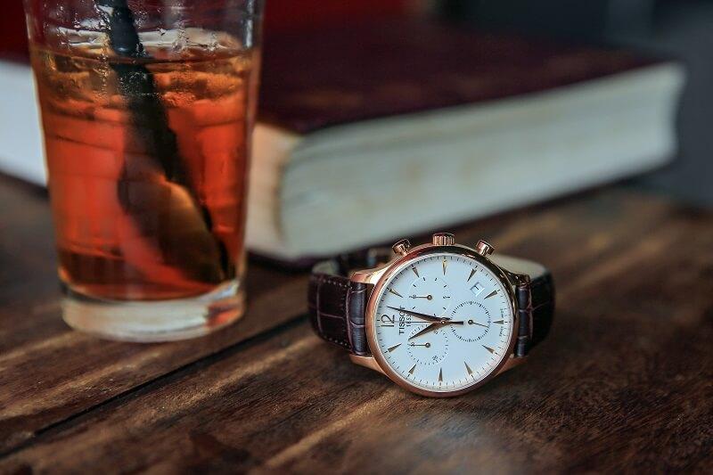 Lưu ý gì khi đeo đồng hồ vào mùa đông?
